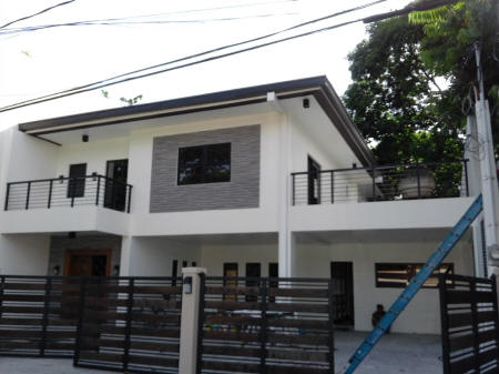 Big house at BF Homes Executive Village for sale