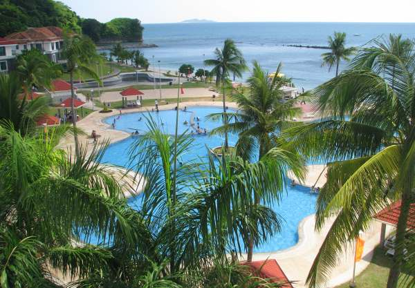 Canyon Cove resort giant swimming pool